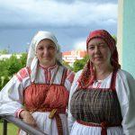 Гости из фольклорного летнего лагеря