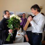 Прихожане поздравляют настоятеля с 20-летием иерейской хиротонии